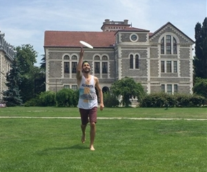 Ultimate Frisbee! A nice weather + a good campus + ultimate frisbee = best day! #frisbee #ultimatefrisbee #bogaziciuniversity #campuslife #bestcampus #frisbeetrickshots #trickshots #throwandcatch #istanbul #istanbuldayaşam #outdoor #outdoorsports