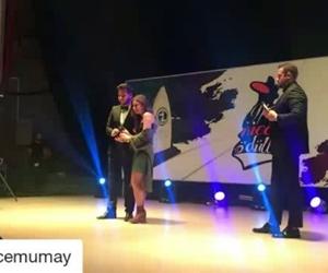 #Repost @ecemumay (@get_repost) ··· İlk ödülüm ilk heyecanım. Karadeniz Teknik Üniversitesi'ndeki arkadaşlarıma 'Yılın En İyi Çıkış Yapan Kadın Sanatçısı' ödülü için yürekten teşekkür ederim????
